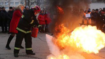 Гродненские спасатели отработали с иностранными студентами навыки правильных действий при ЧС