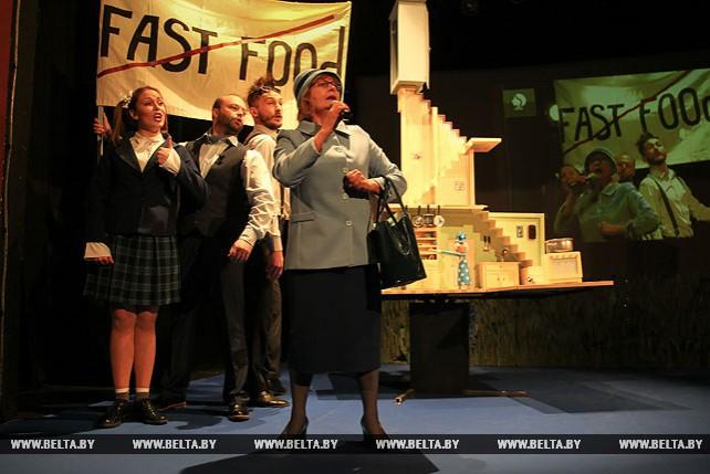 """Брестский театр кукол подготовил премьеру экспериментального спектакля """"Мой папа - птиц"""""""