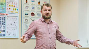 Брестчанин Евгений Литовчик при поддержке центра занятости открыл автошколу