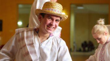 """Около двухсот народных костюмов продемонстрировали на празднике """"Жывыя вытокі"""" в Бресте"""