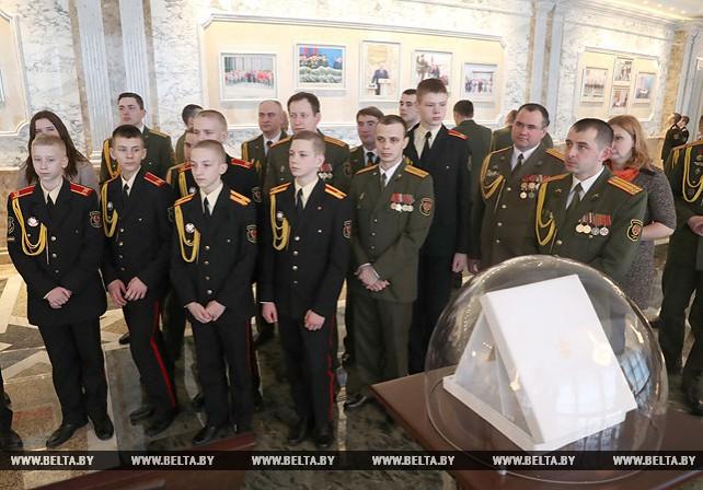 Во Дворце Независимости прошла экскурсия для суворовцев и представителей Вооруженных Сил