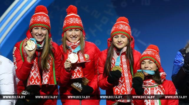 Белорусским биатлонисткам вручены золотые олимпийские медали