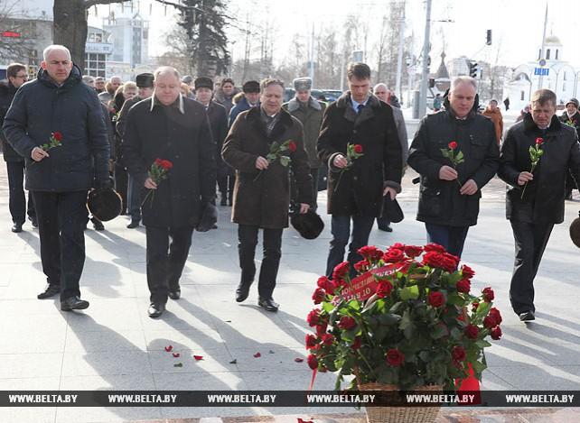 В Витебске возложили цветы к бюсту Машерова