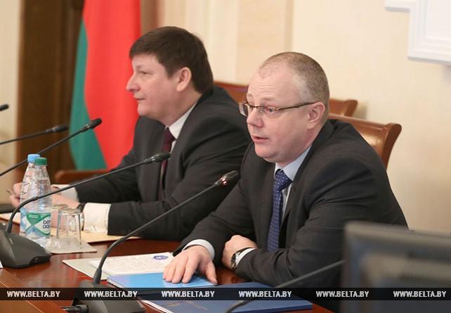 Представители ИАЦ рассказали депутатам о технологиях изучения общественного мнения