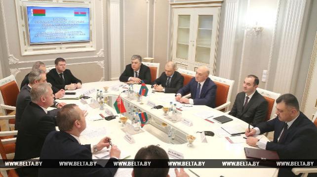 Зась встретился с помощником президента Азербайджана Фуадом Алескеровым