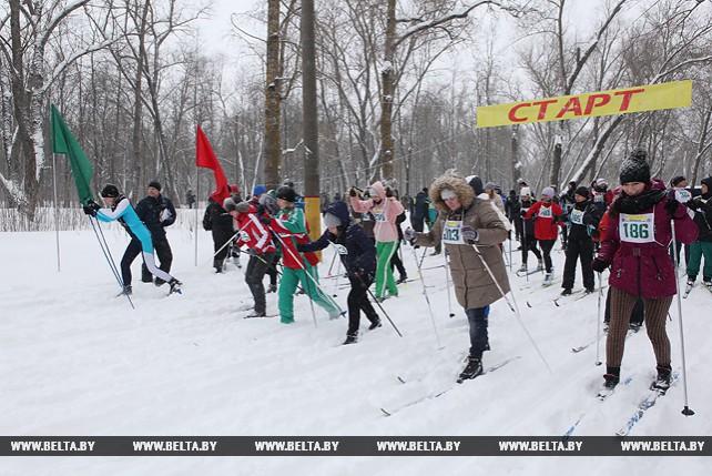 """Около 1 тыс. участников собрала """"Гомельская лыжня"""""""