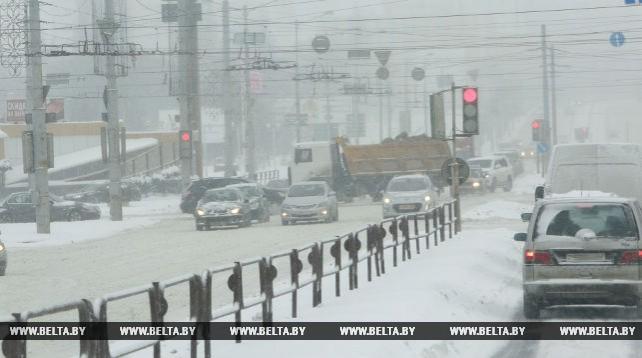В Минске из-за снегопада усложнилась дорожная обстановка