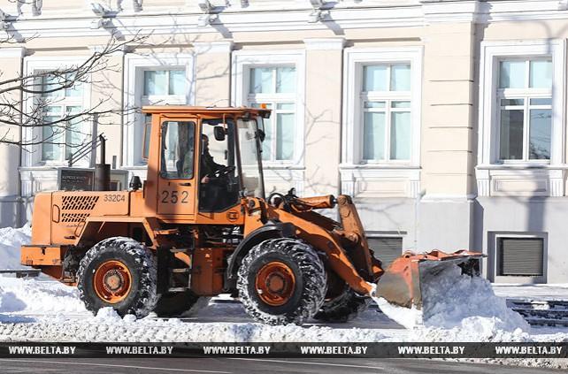 На улицах Витебска идет уборка снега