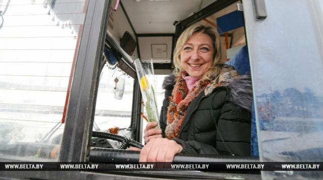 ГАИ в Минске поздравила женщин с 8 Марта