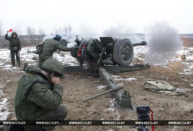 Стрельбу из гаубиц и ПТУР отрабатывают на полигоне Брестском