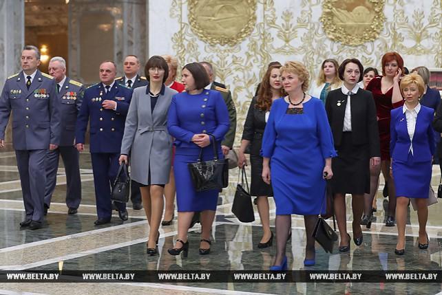 Для участников церемонии вручения наград и генеральских погон провели экскурсию во Дворце Независимости