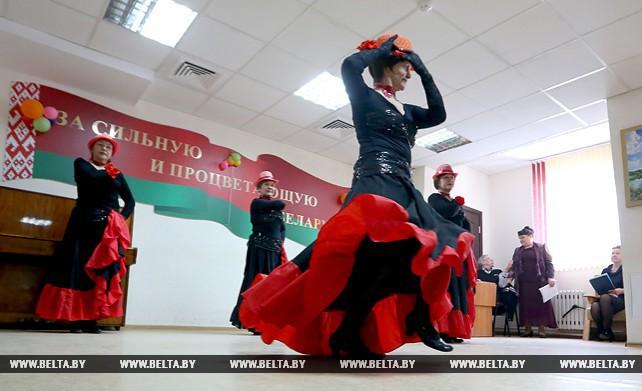 Творческие коллективы пожилых минчан провели концерт к 8 Марта