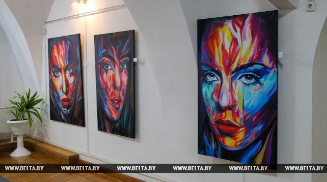 """Выставка живописи """"WoMEN"""" открылась в художественном музее Брестской крепости"""