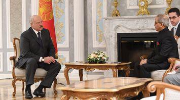 Президент встретился с Чрезвычайным и Полномочным Послом Индии в Беларуси