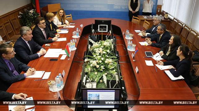 Ректор академии управления при Президенте Беларуси Марат Жилинский встретился с представителями правительства Кубы