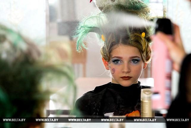 """Конкурс парикмахерского искусства """"Белорусский колорит"""" прошел в Бресте"""