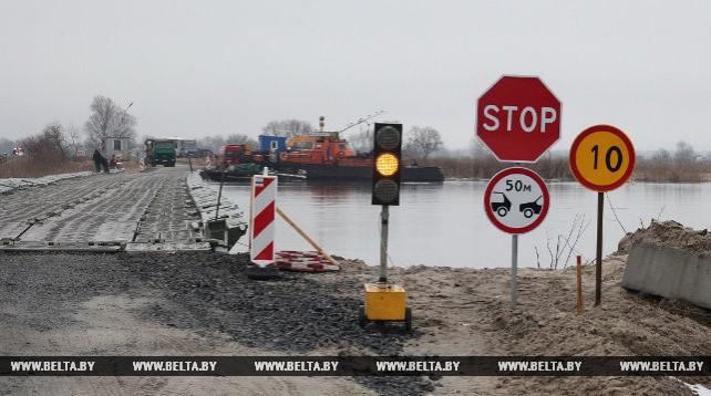 Понтонную переправу через Припять готовят к паводку