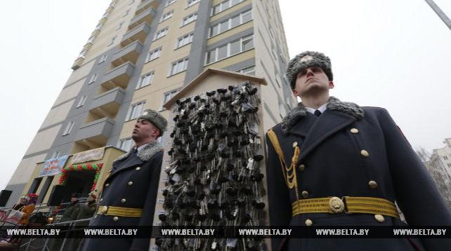 В Минске торжественно открыли жилой дом для военнослужащих внутренних войск