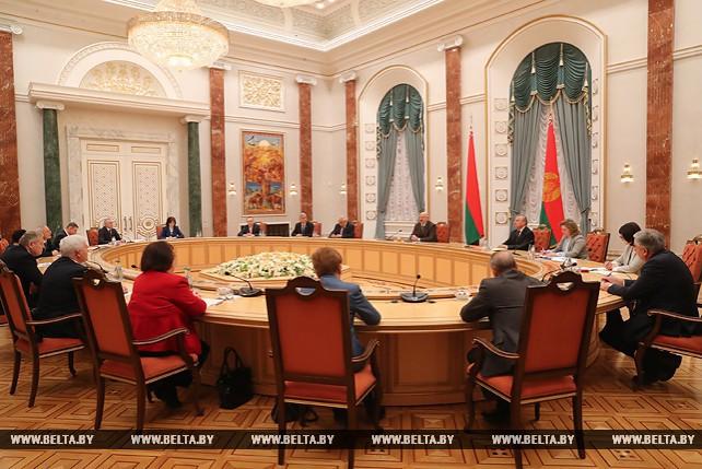 Лукашенко провел встречу с судьями Конституционного суда