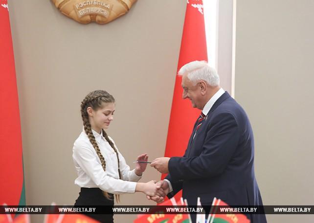 Мясникович принял участие в церемонии вручения паспортов юным гражданам Беларуси