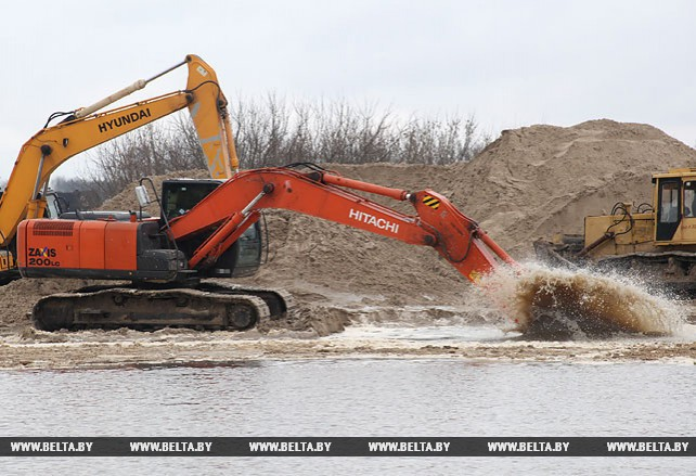Подготовительные работы ведутся на месте строительства моста через Припять