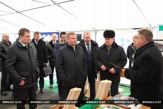 Кобяков ознакомился с продукцией предприятий Ганцевичского района