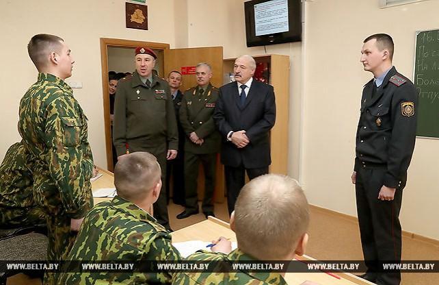 Лукашенко посетил в Минске часть внутренних войск МВД