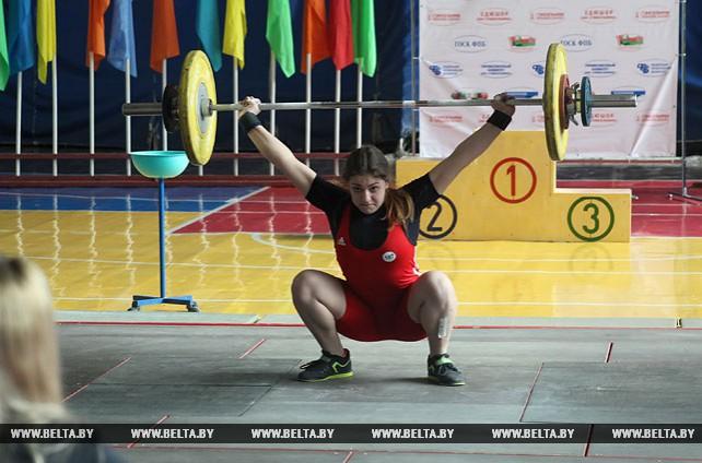 Олимпийские дни молодежи Беларуси по тяжелой атлетике проходят в Гомеле