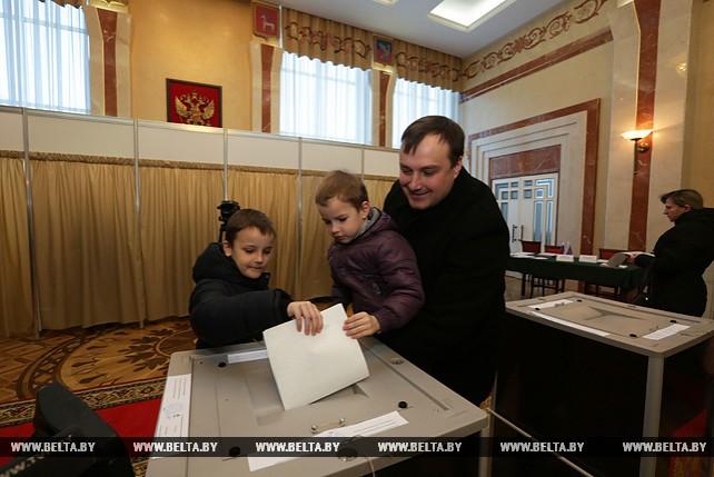Россияне активно голосовали на избирательных участках в Беларуси