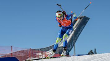 Дарья Домрачева заняла первое место в гонке преследования на этапе КМ в Холменколлене