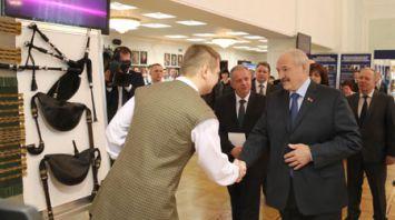 Лукашенко высоко оценил достижения творческой молодежи на выставке-презентации в Белорусском государственном молодежном театре