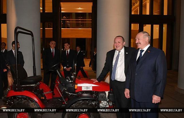 Лукашенко подарил Маргвелашвили трактор