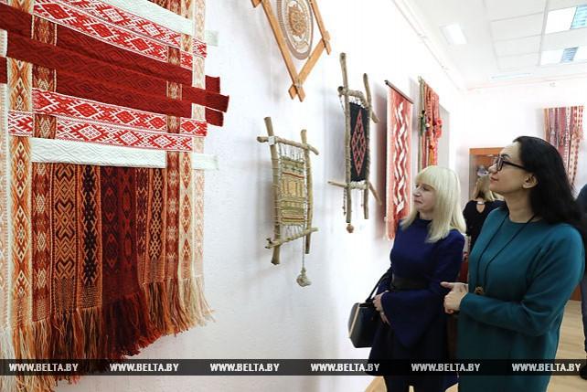 Выставка поясов и оберегов открылась в Витебске