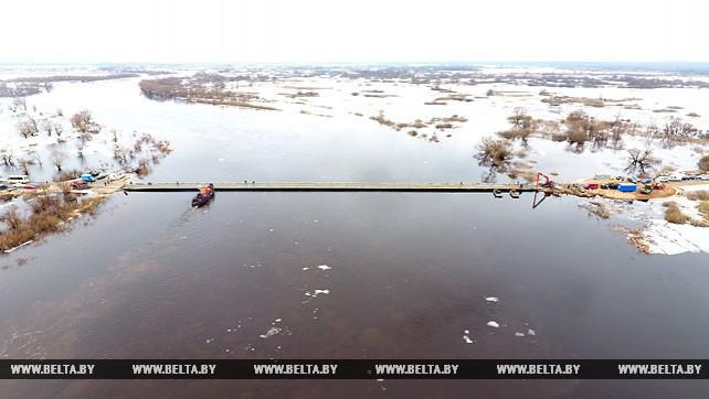 Военные инженеры восстановили понтонную переправу через Припять в Житковичском районе