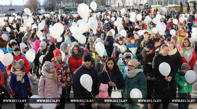 Воздушный шары запустили в небо над Витебском в память о погибших в Кемерово