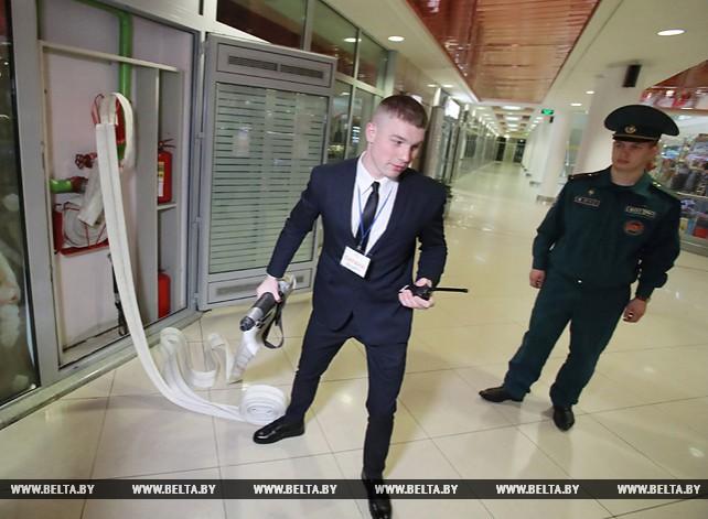 """Спасатели провели эвакуацию в торговом центре """"Столица"""""""