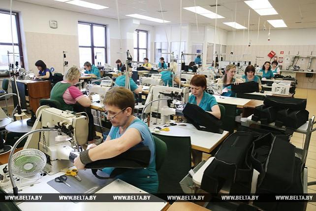 """Кобяков посетил """"Белтекс Оптик"""" в Лиде"""