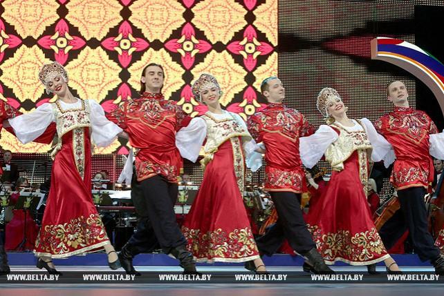 В Минске прошел праздничный концерт, посвященный Дню единения народов Беларуси и России
