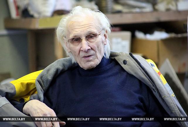 Скульптор Иван Миско приступил к созданию памятного знака трем космонавтам