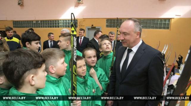 Конюк передал спортинвентарь Круглянской детско-юношеской спортивной школе