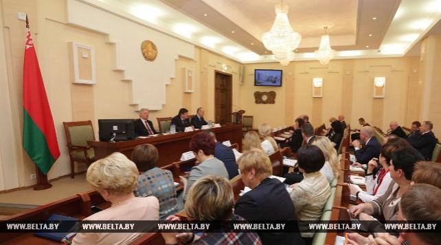 В парламенте Беларуси изучают возможность синхронного принятия законопроектов на двух госязыках