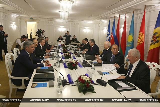Заседание Совета министров иностранных дел СНГ в Минске в узком составе