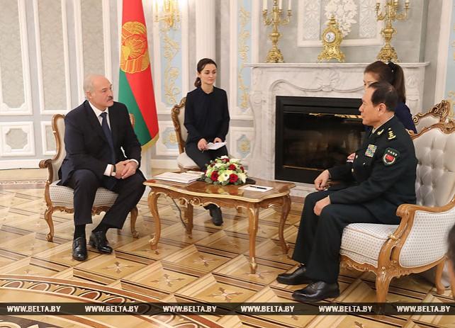 Лукашенко: Китай сыграл решающую роль в усилении обороноспособности Беларуси