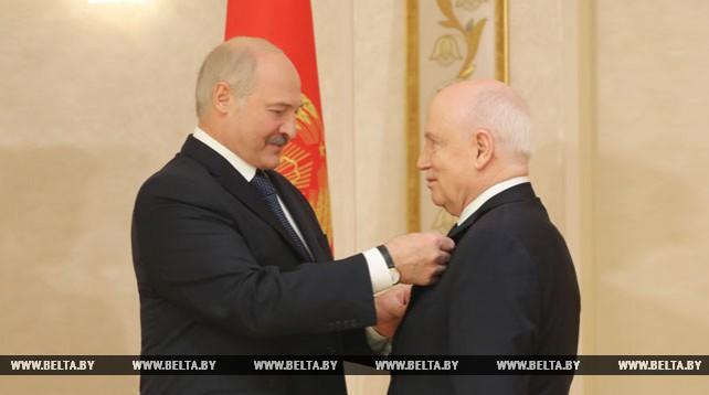 Лукашенко вручил Лебедеву орден Почета
