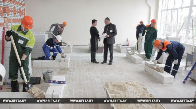 Лучшие каменщики Беларуси соревновались в профмастерстве в Могилеве