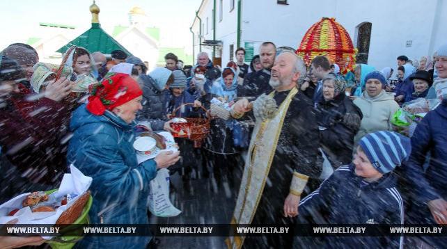 Верующие освятили куличи в Свято-Духовом Кафедральном соборе