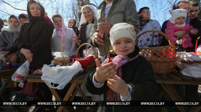 В Свято-Елисаветинском монастыре освятили пасхальную пищу