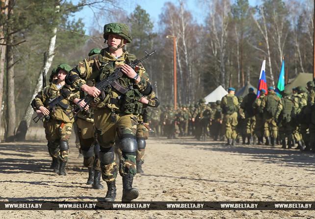 Совместное учение белорусских и российских десантников открылось на полигоне Брестский