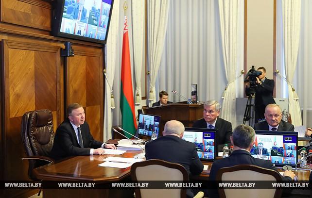 Кобяков требует более активного решения задач по диверсификации экспорта и развитию услуг