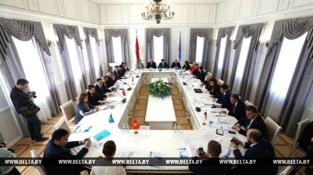 Беларусь проводит эффективную молодежную политику - Карпенко